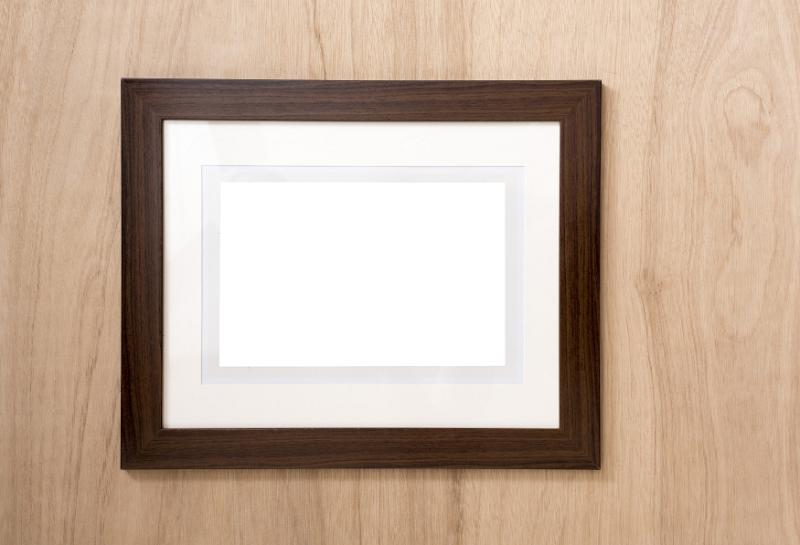 free image of empty frame with mount card on a wood wall. Black Bedroom Furniture Sets. Home Design Ideas