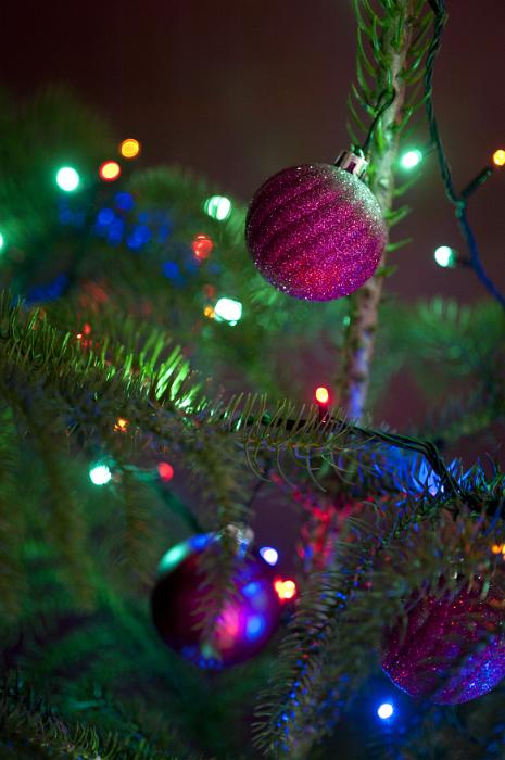 Purple Christmas Tree Baubles Uk : Free image of glitter baubles on a christmas tree
