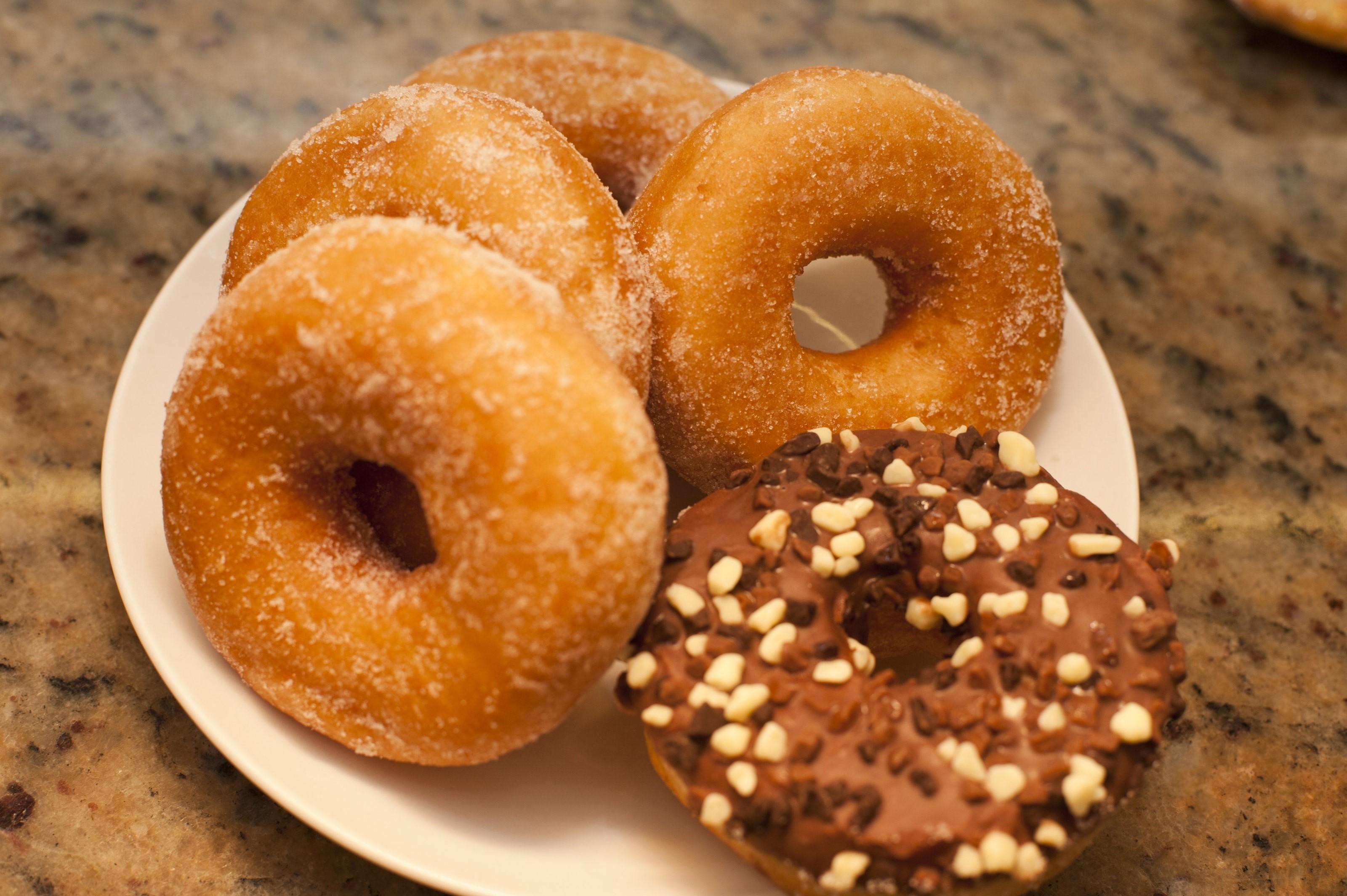 Как приготовить пончики дома пошагово