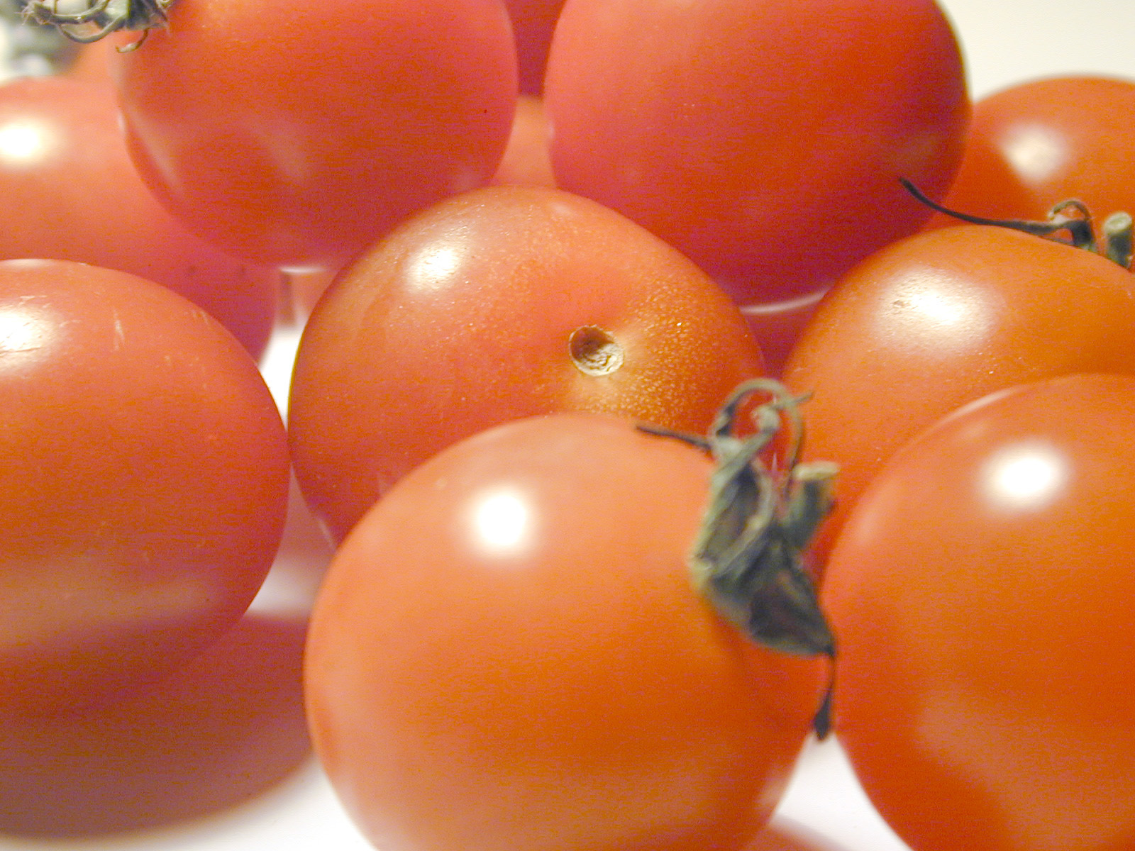 http://www.freeimageslive.com/galleries/food/fruitveg/pics/cherrytomatos0755.jpg