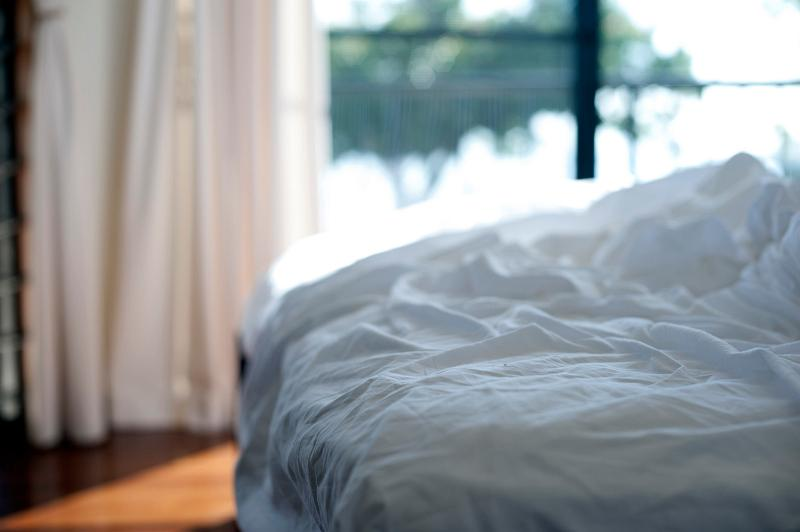 How To Clean White Bed Sheets