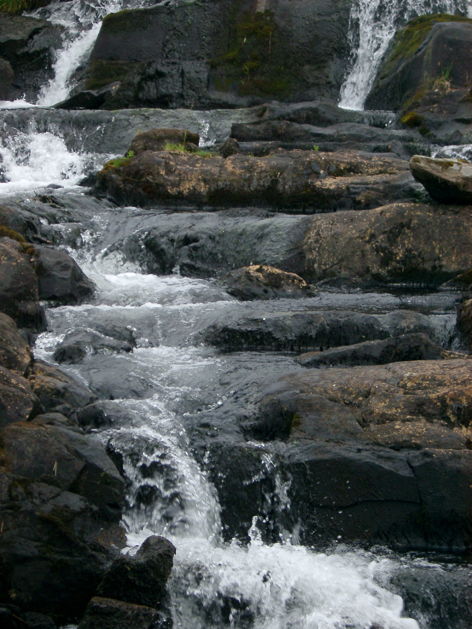 free image of mountain stream flowing over rocks