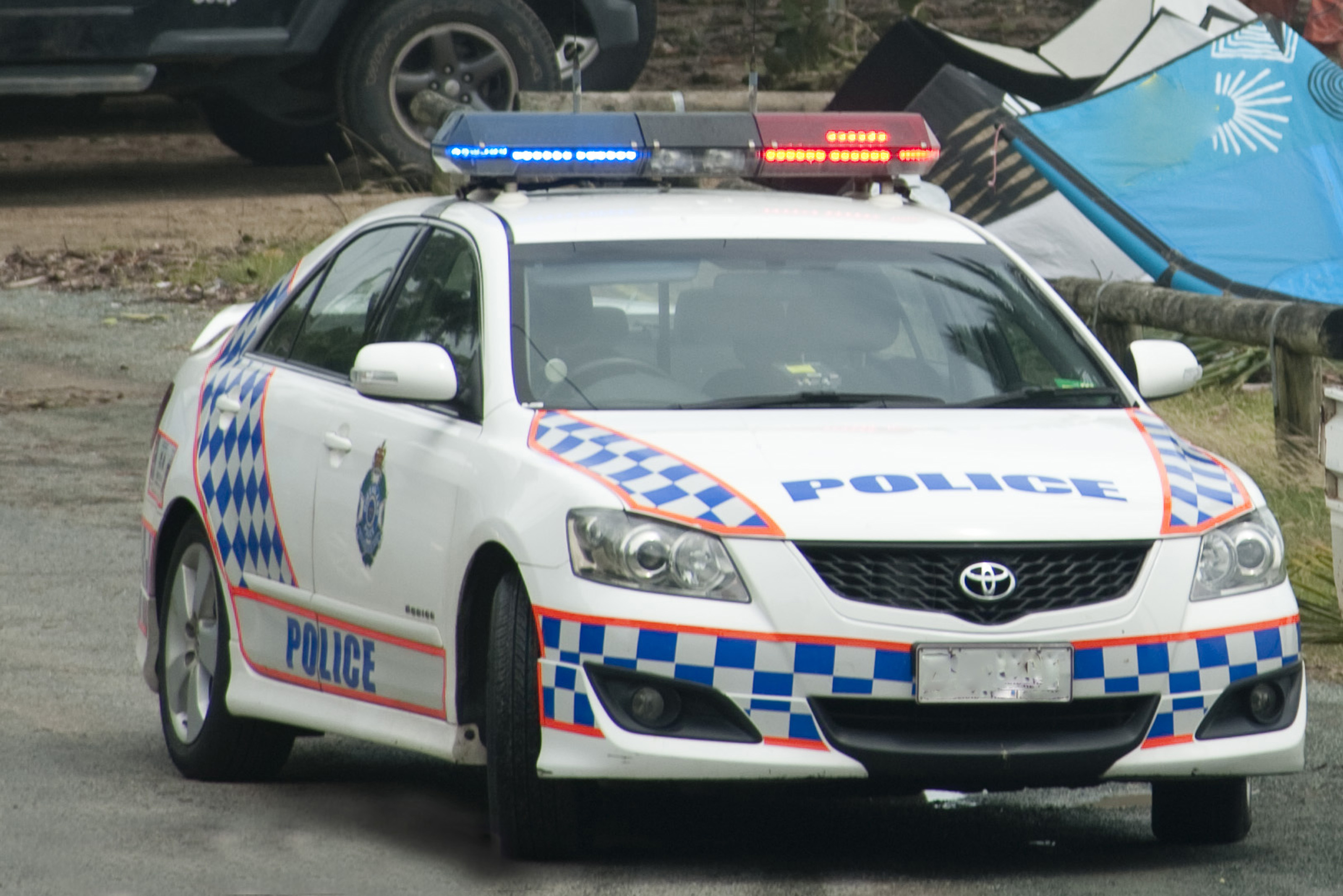 free image of police car with lights flashing