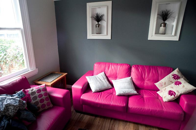 grey and pink living room free image of pink and grey living room 21226